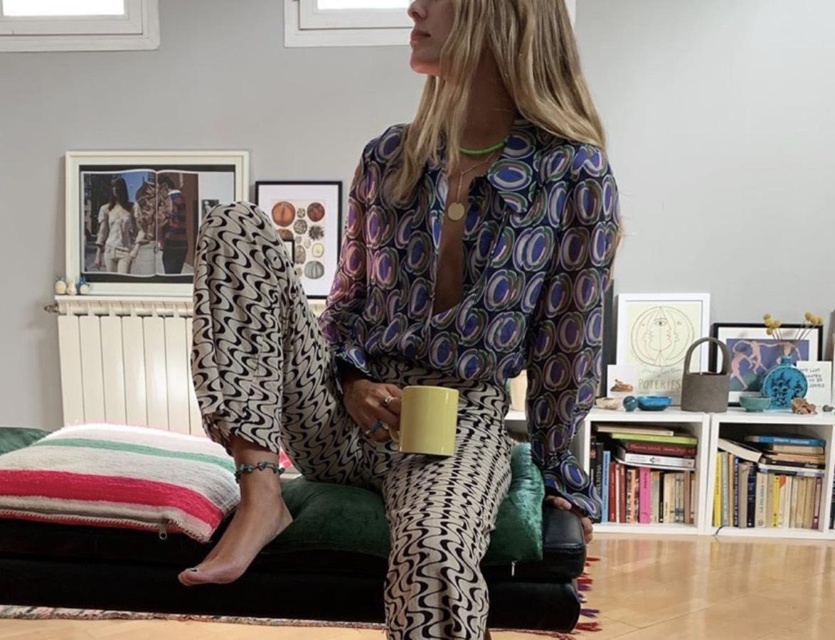 Lucia Cuesta posando con su tobillera