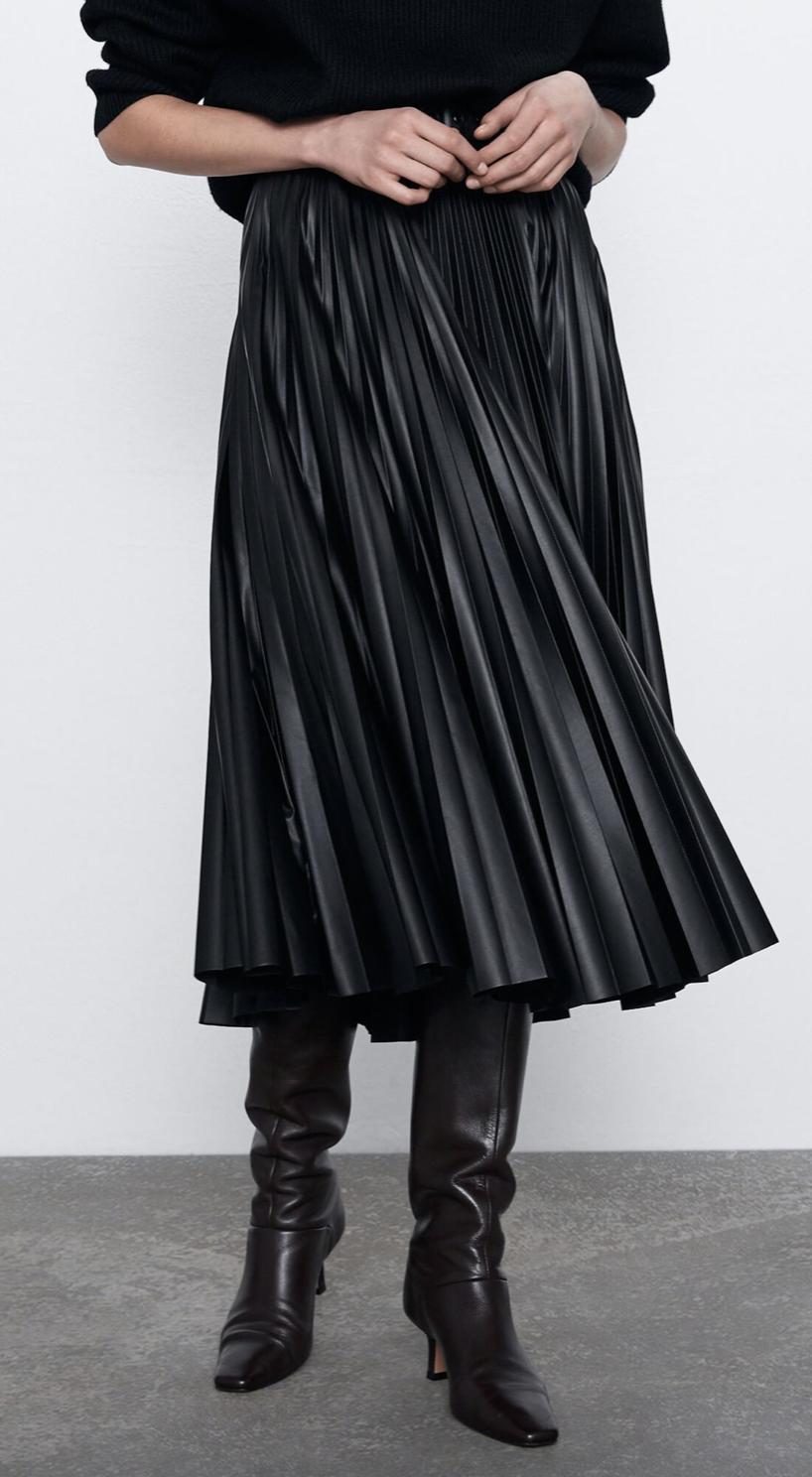 Falda plisada efecto piel de Zara