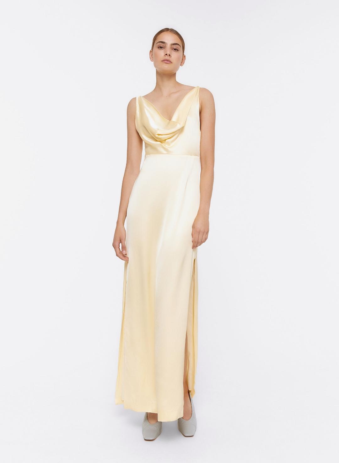 vestido satinado amarillo pastel