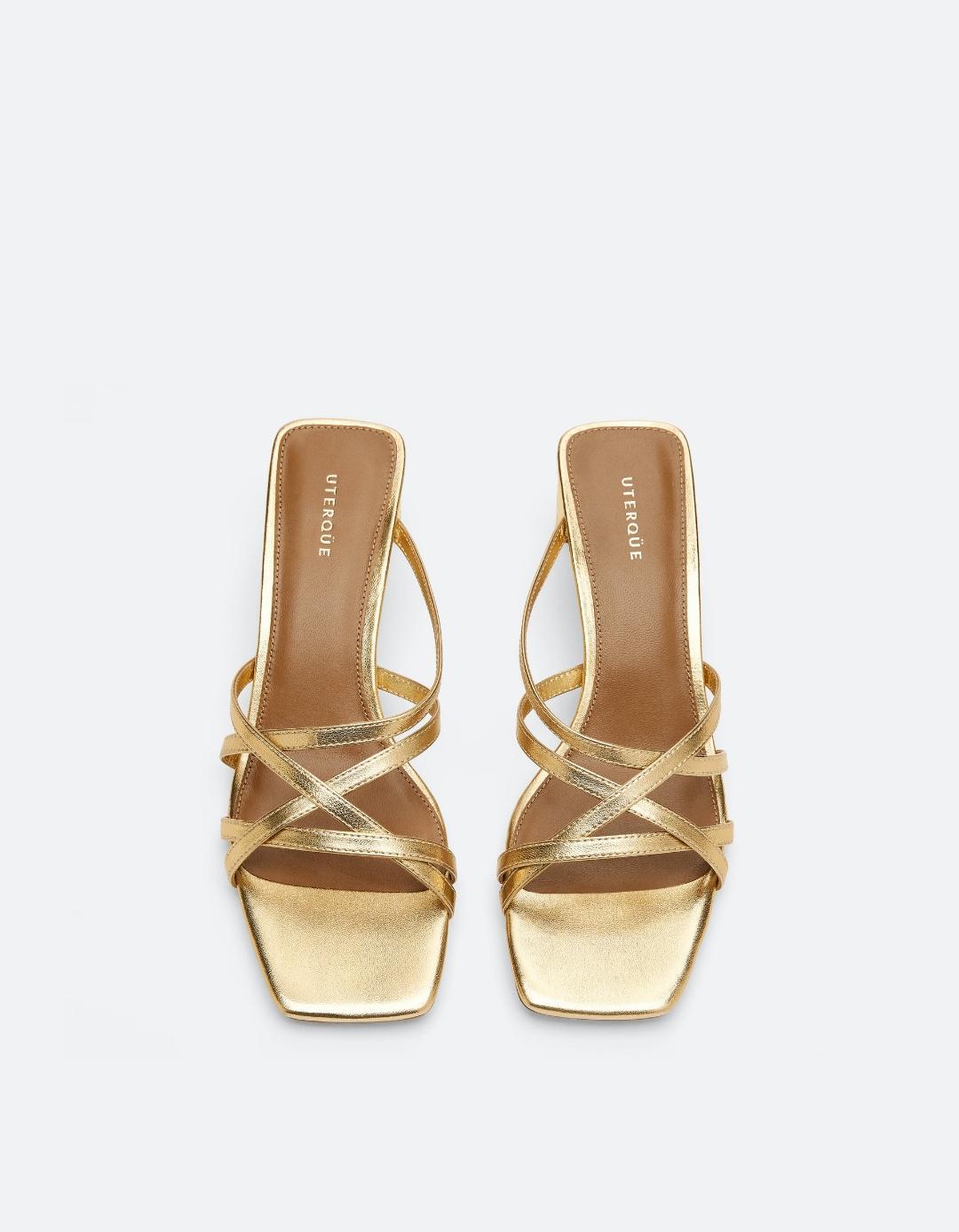 sandalias con tiras de tacón bajo