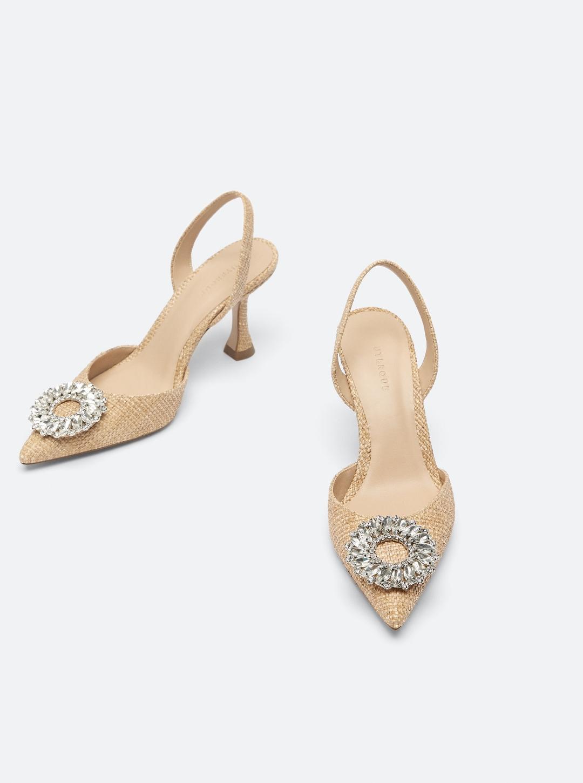 zapato destalonado elaborado en corte de tejido natural.