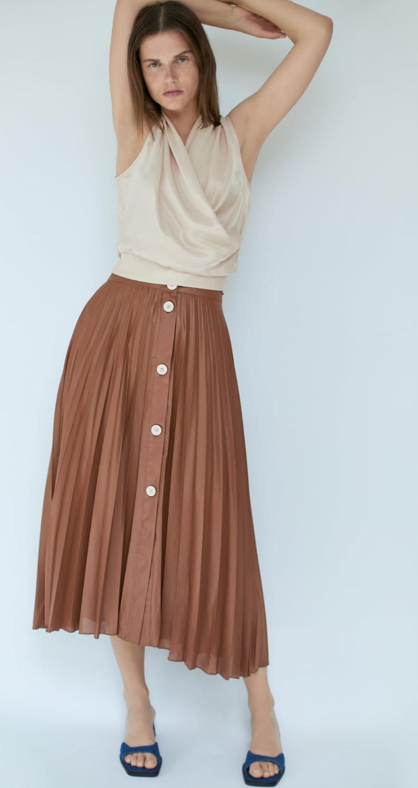 Falda midi de tiro alto plisada con cierre frontal con botones 29'95€
