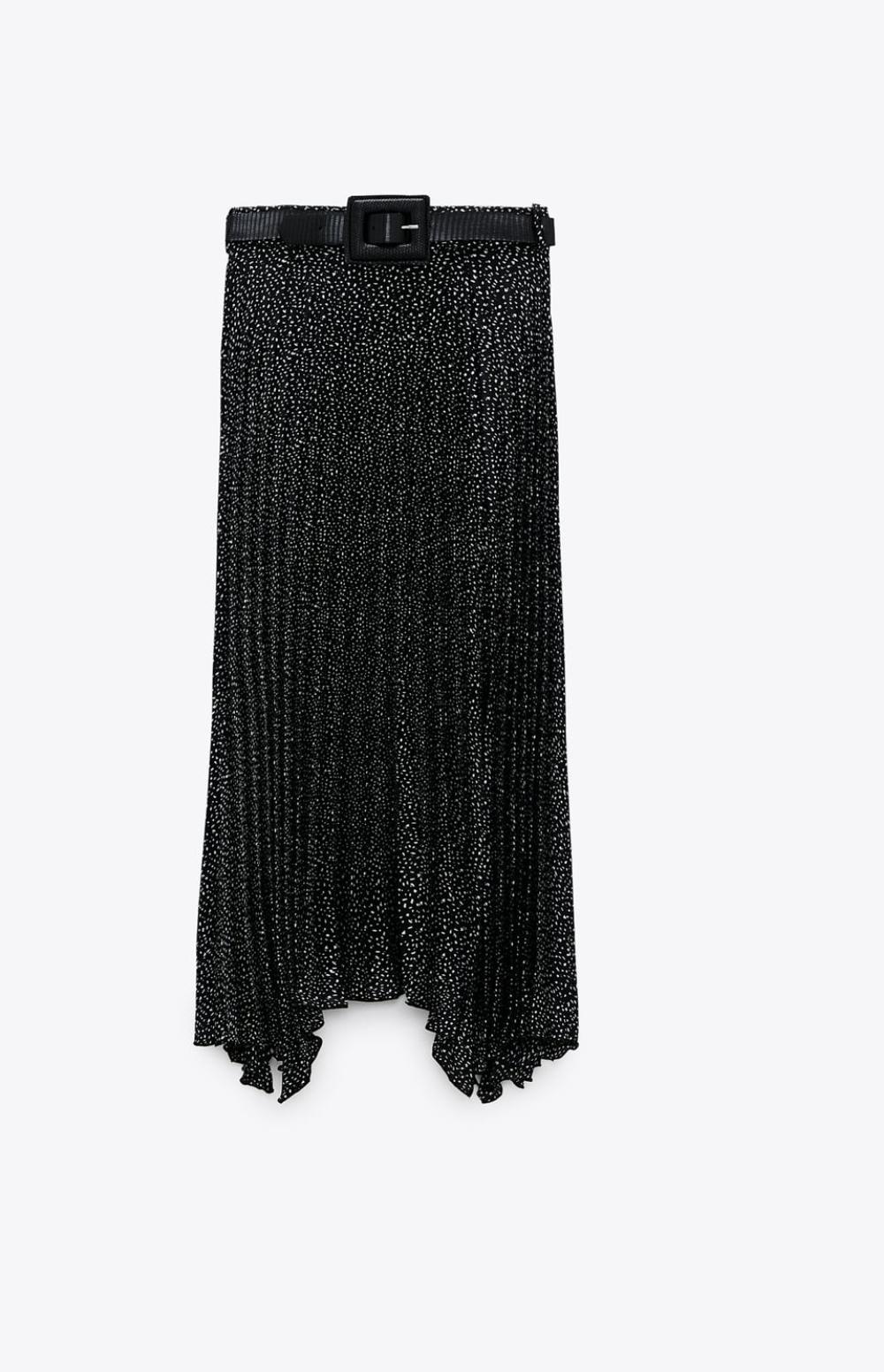 Falda midi plisada estampada con bajo asimétrico y con detalle de cinturón con la hebilla cuadrada 29'95€