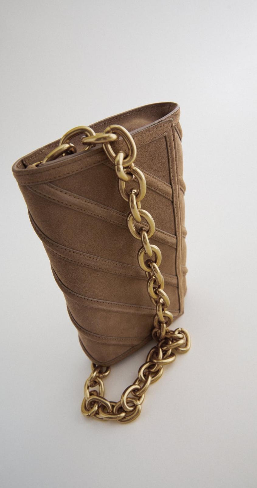 Bandolera de piel color beige con cadena gruesa 39'95€