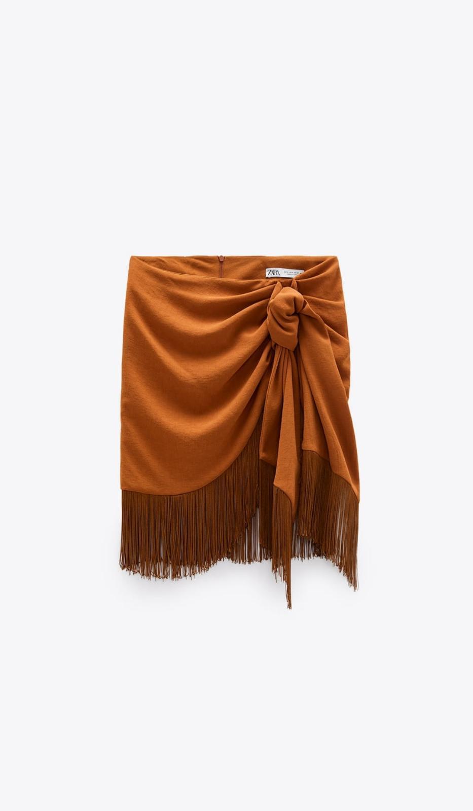 Falda mini de flecos con lazada lateral de Zara