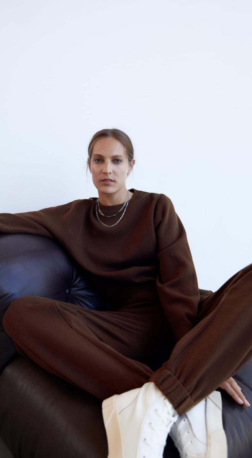 Sudadera y pantalón jogger de punto marrón chocolate de Zara