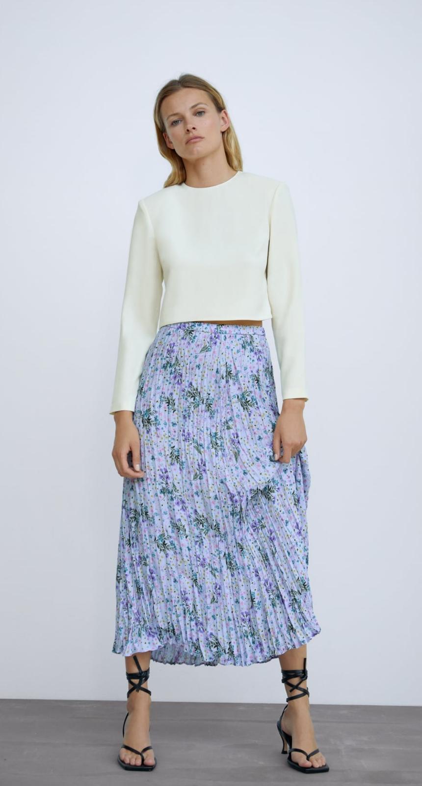 Falda plisada con estampada de flores de Zara