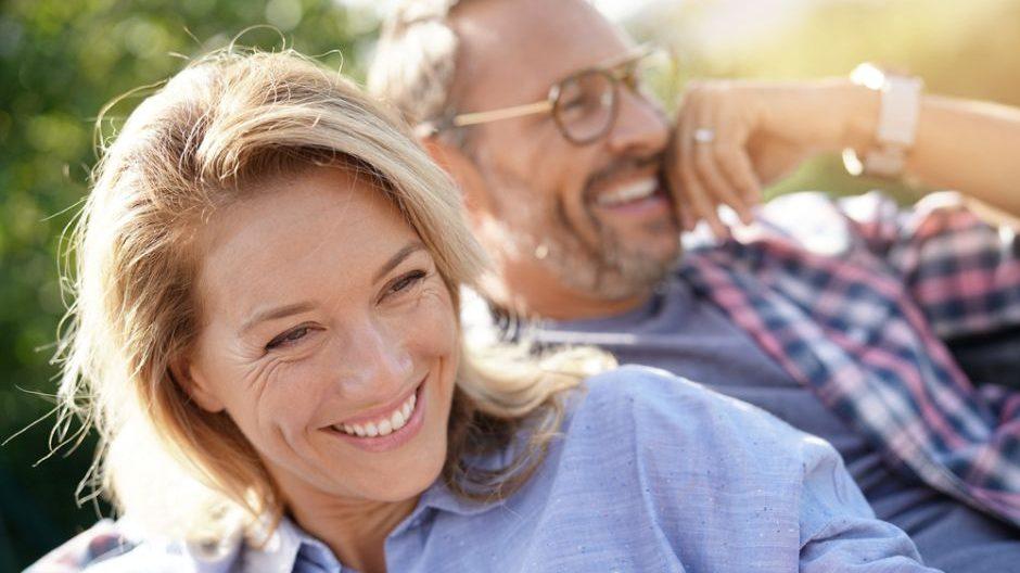 Deporte y comida sana, dos trucos infalibles para llevar una vida saludable tras los 50.