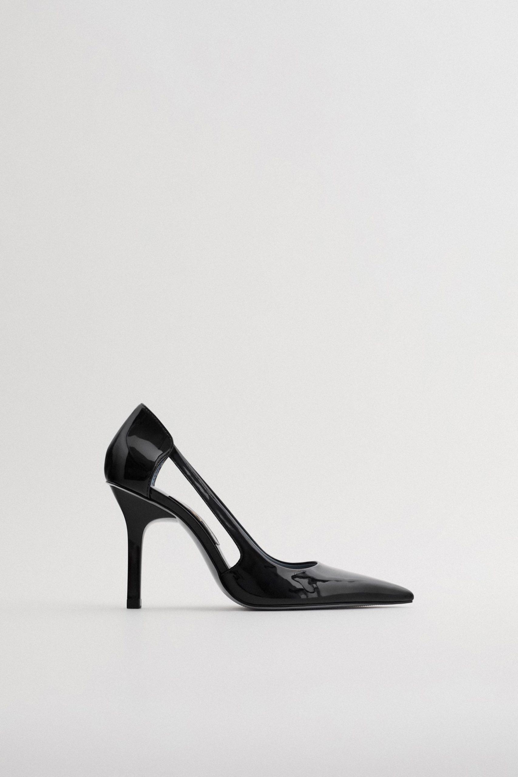 Zapato de tacón cut out de Zara