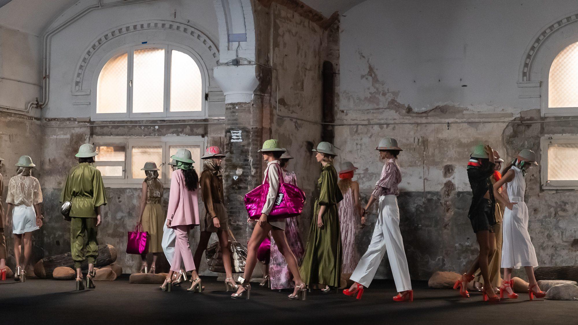 La 080 Barcelona Fashion cierra con broche de oro gracias al desfile de Lola Casademunt.