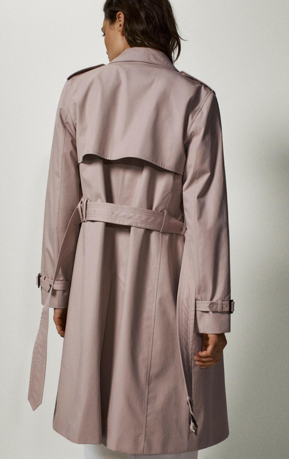Gabardina de algodón clásica en color rosa, de Massimo Dutti (149€)