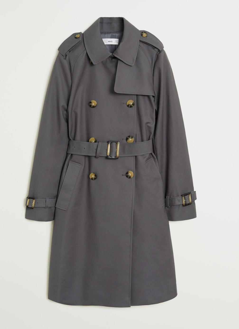 Trench doble botonadura color gris, de Mango (59'99€)