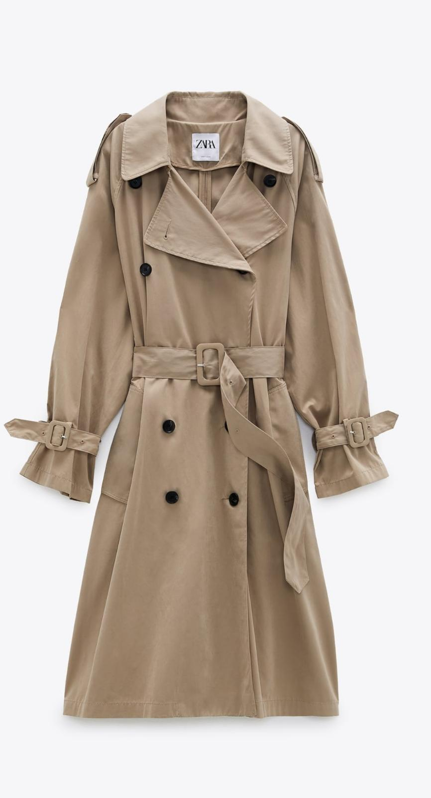 Trench water-repellent Limited Edition de color beige oscuro, de Zara (59'95€)