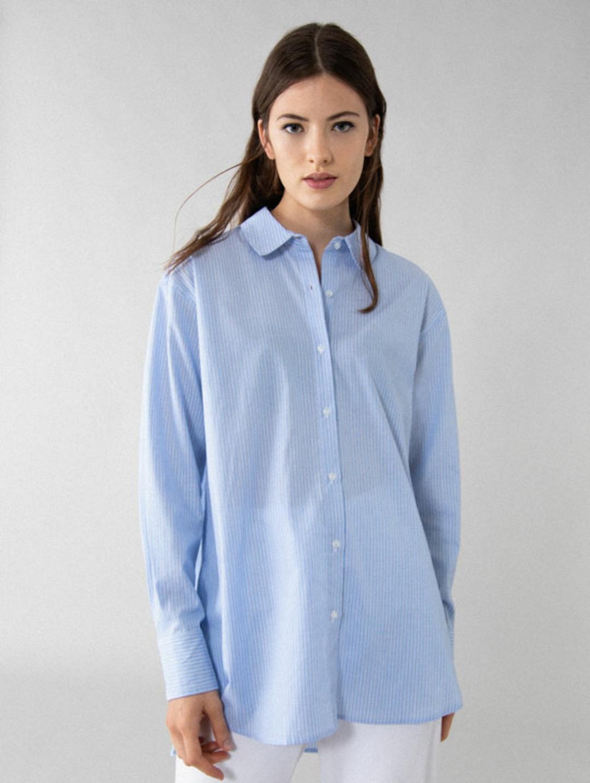 Camisa popelín básica de rayas azules y blancas (12'99€)