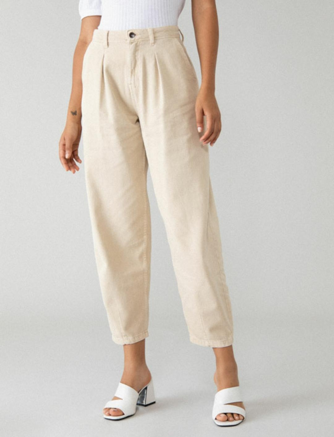Pantalón vaquero slouchy de tiro alto en color beige (17'99€)