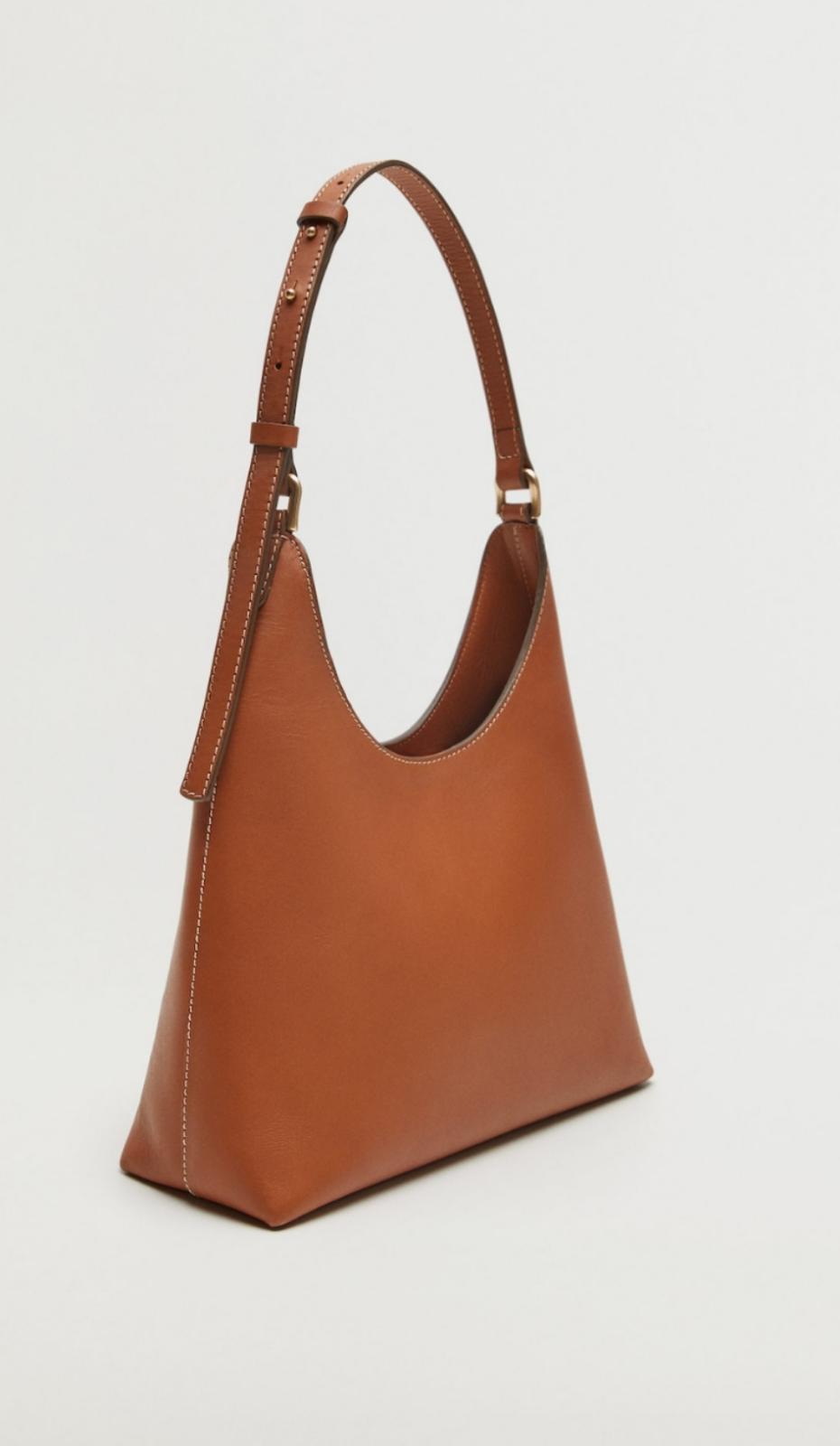 Bolso de piel M de color marrón, de Mango (89'99€)