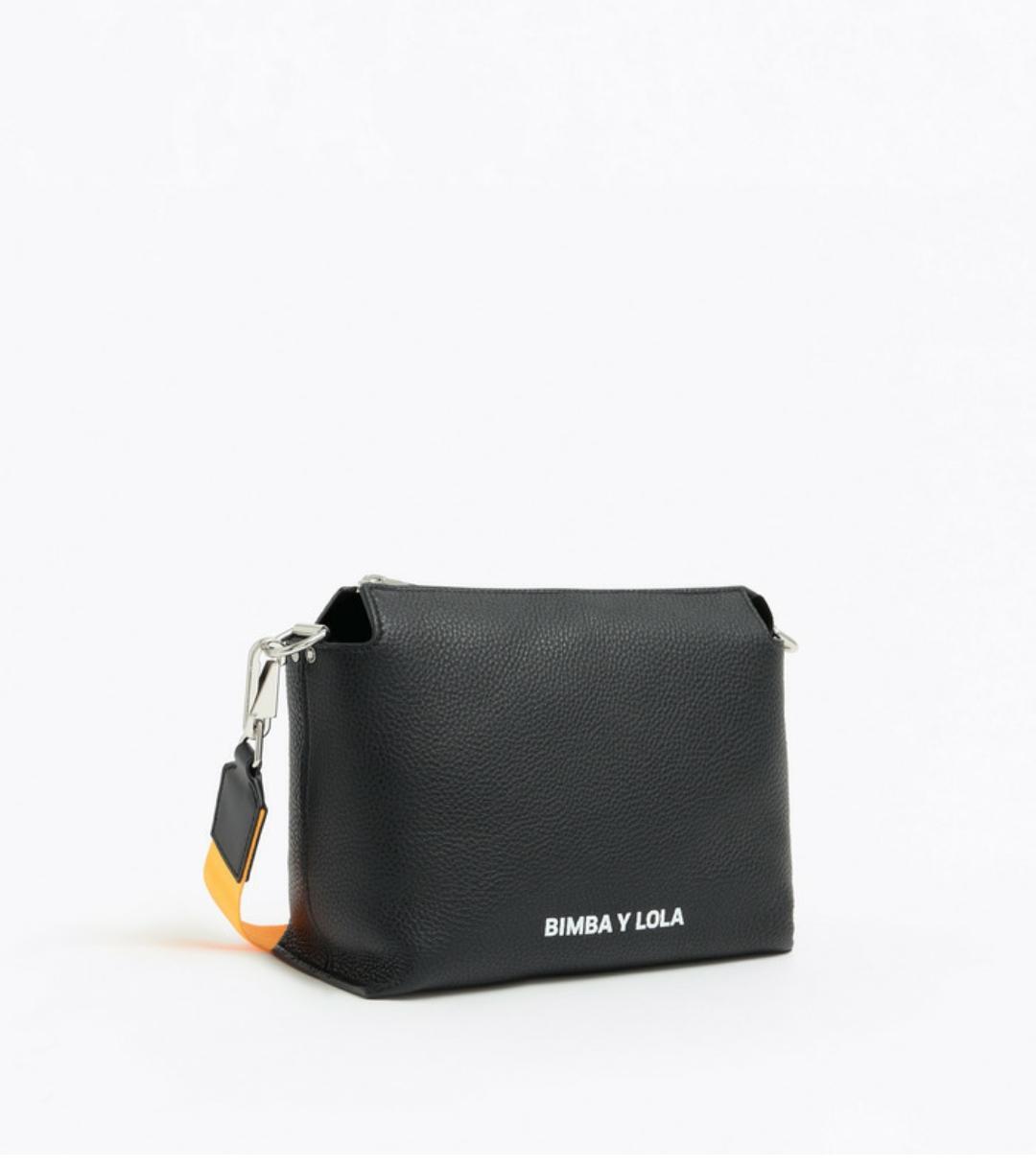 Bolso bandolera de piel en color negro de Canyon Collection. Tamaño grande y asa de bandolera ajustable, de Bimba & Lola