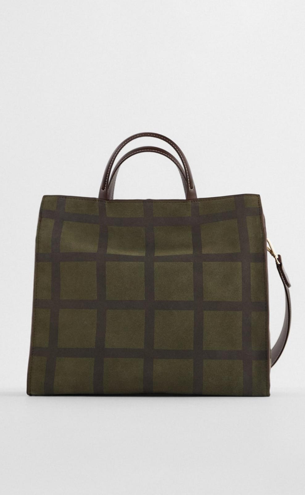 Bolso shopper de piel con asa de hombro extraíble, en color verde caqui con estampado de cuadros en tonos marrón chocolate, de Zara (59'95€)