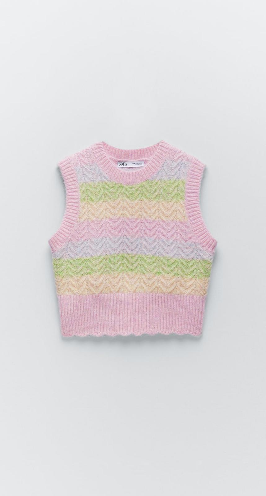 Chaleco punto rayas confeccionado con tejido en mezcla de lana con acabados en rib, de Zara (19'95€)