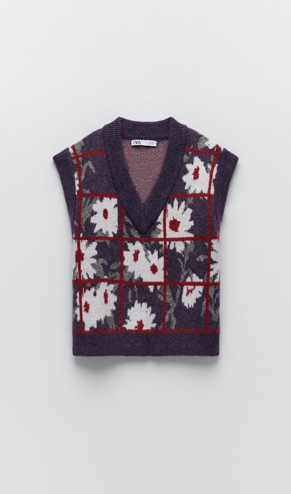 Chaleco con escote de pico y manga sisa con estampado floral, de Zara (25'99€)
