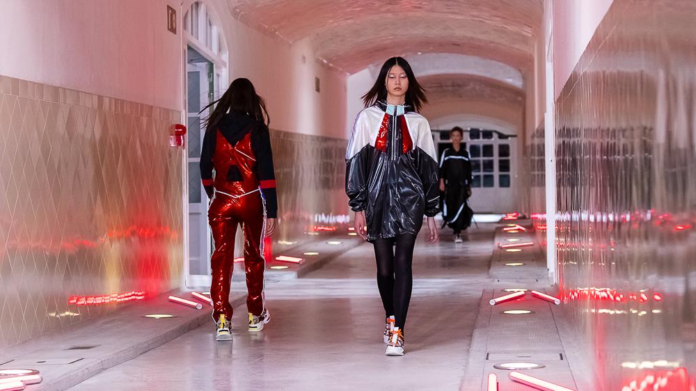 Custo Barcelona presenta su colección en 080 Barcelona Fashion (y lo hace al mismo tiempo que en Nueva York).