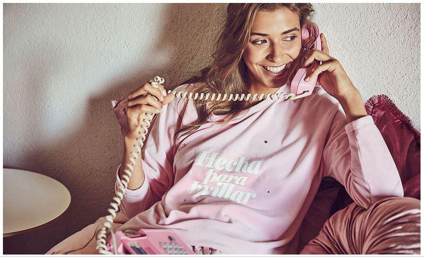 Pijamas para felicitar la Navidad desde Casa con Women Secret