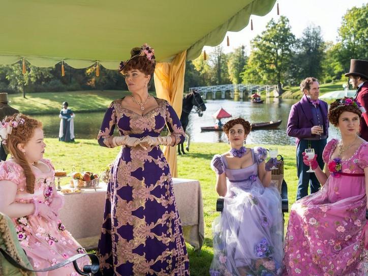 Los estilismos de la familia Featherington destacan por ser cursis, horteras y muy llamativos, sobre todo los de Lady Portia.