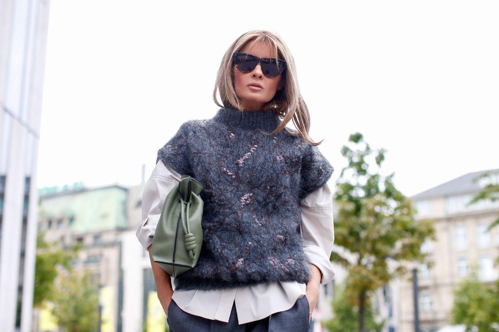 Este clásico de la moda resulta cómodo, muy versátil y, además, es atemporal, ya que resulta perfecto para llevar en invierno o en nuestros looks de primavera, con varias capas de ropa, en función de la climatología.