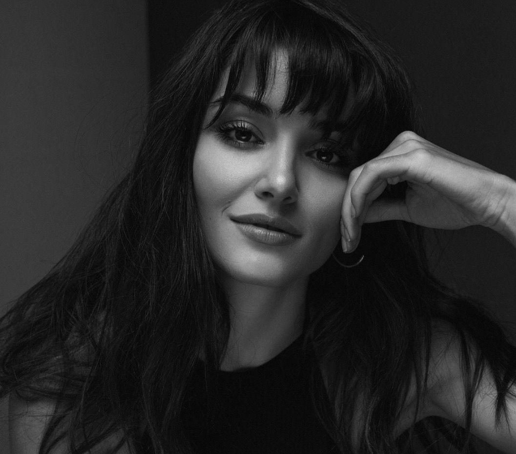 Hande Erçel, el estilo de la protagonista de 'Love is in the air'
