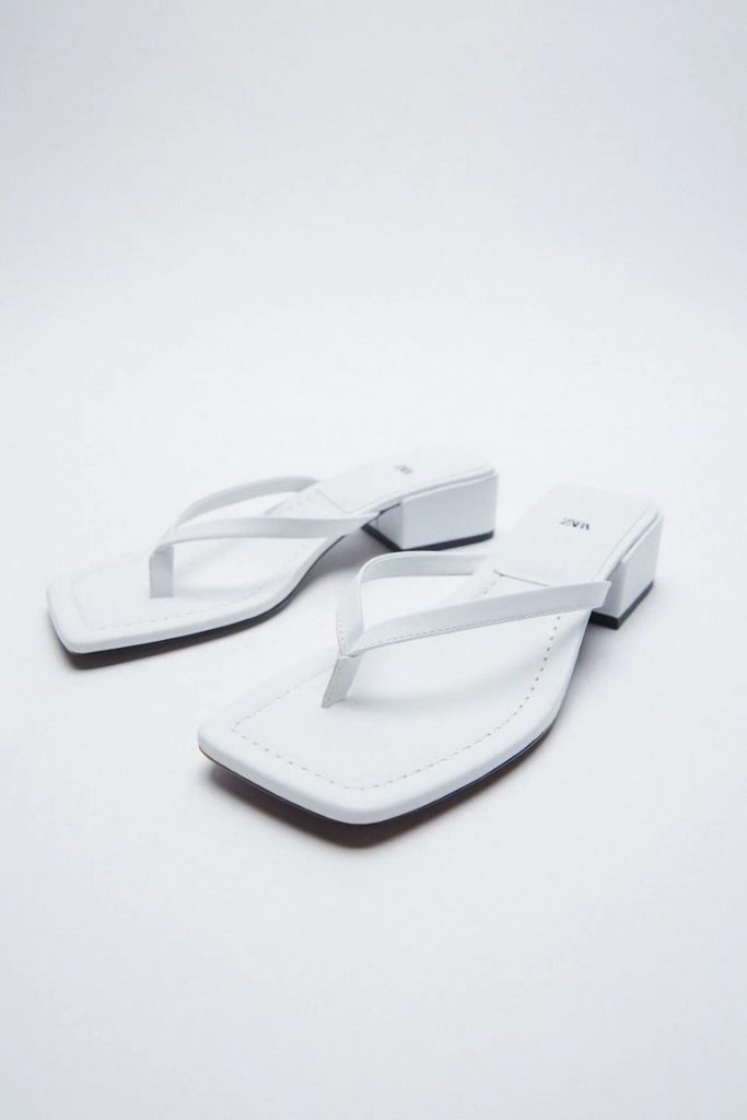 Sandalias de punta cuadrada Zara.
