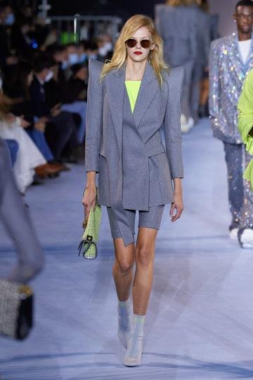 Con el dos piezas sucede algo cada vez más habitual en la industria de la moda: que un básico de armario dé el salto a las pasarelas y sea considerado tendencia.