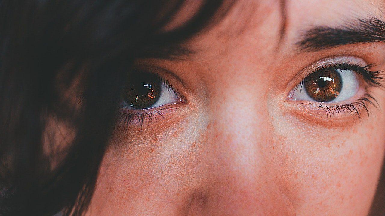 Qué es la blefaroplastia: cuidados pre y post operatorios