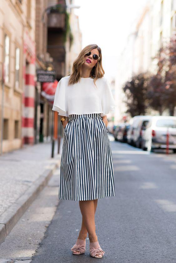 Las faldas midi son tendencia esta temporada.