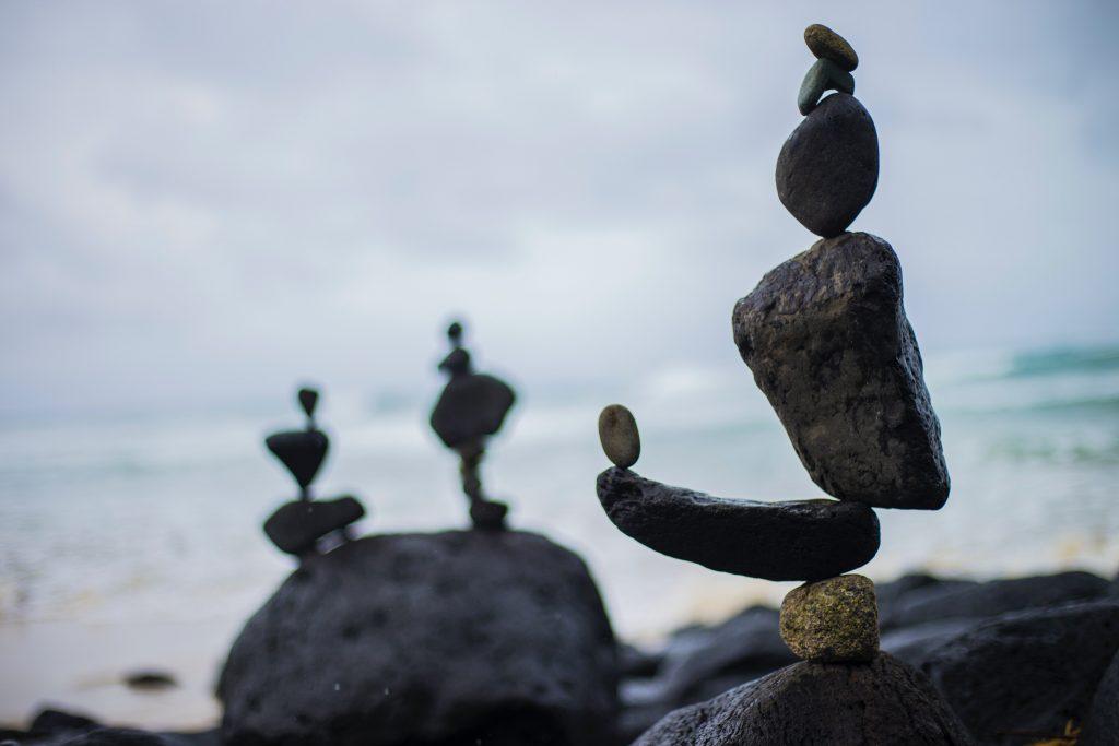 Siempre hay que contar con la ayuda de un profesional al iniciarnos en la meditación.