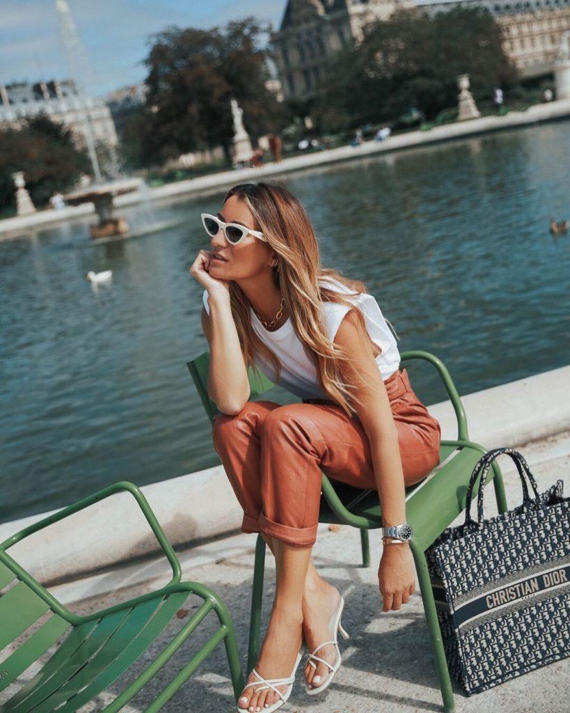 Las sandalias de dedo son de lo más cómodas y capaces de levantar cualquier look en cuestión de segundos, ya sea con un vestido de punto como con unos jeans altos y un crop top. Cualquier combinación es válida con este básico de moda.