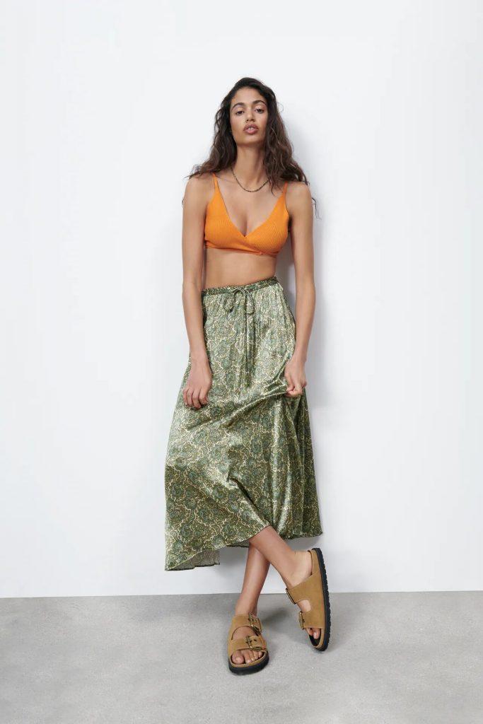 Falda satinada estampado