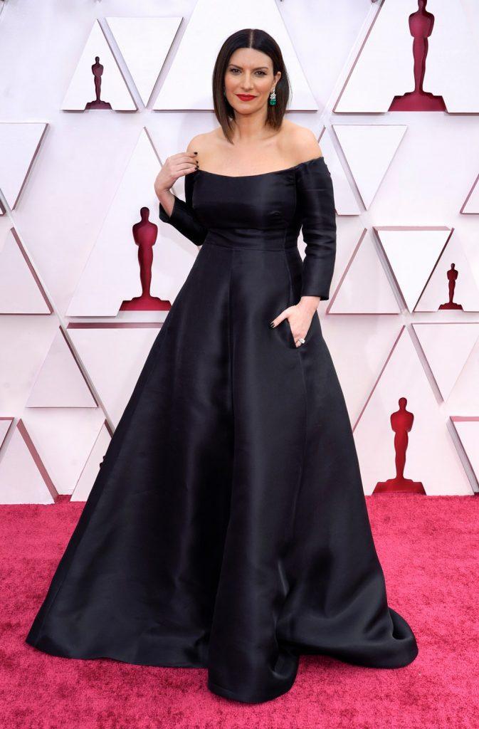 Laura Pausini alfombra roja Oscar 2021