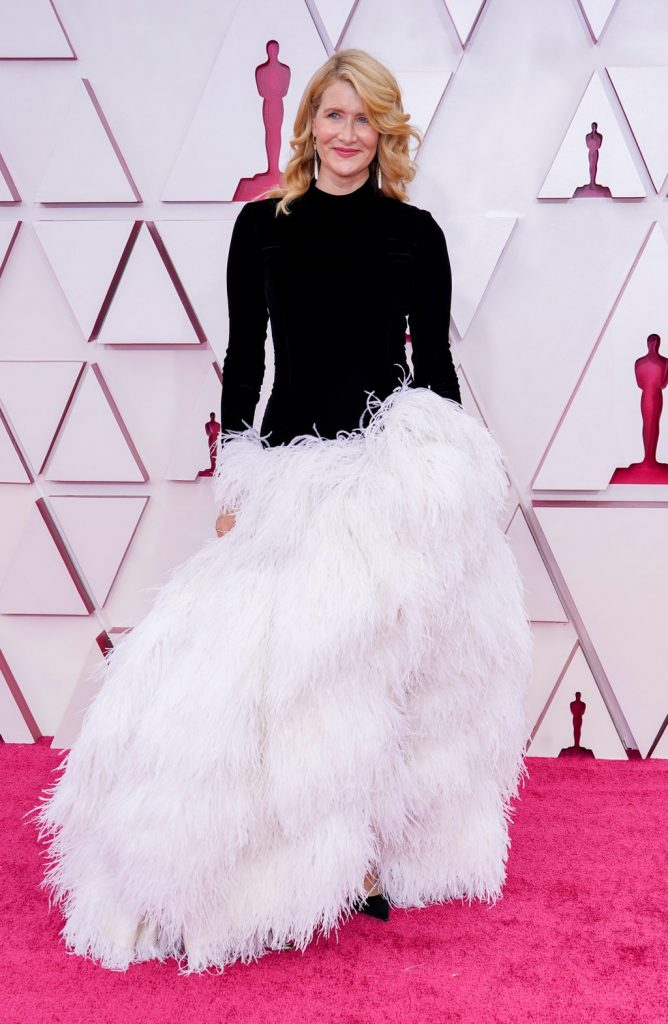 Laura Dern alfombra roja Oscar 2021