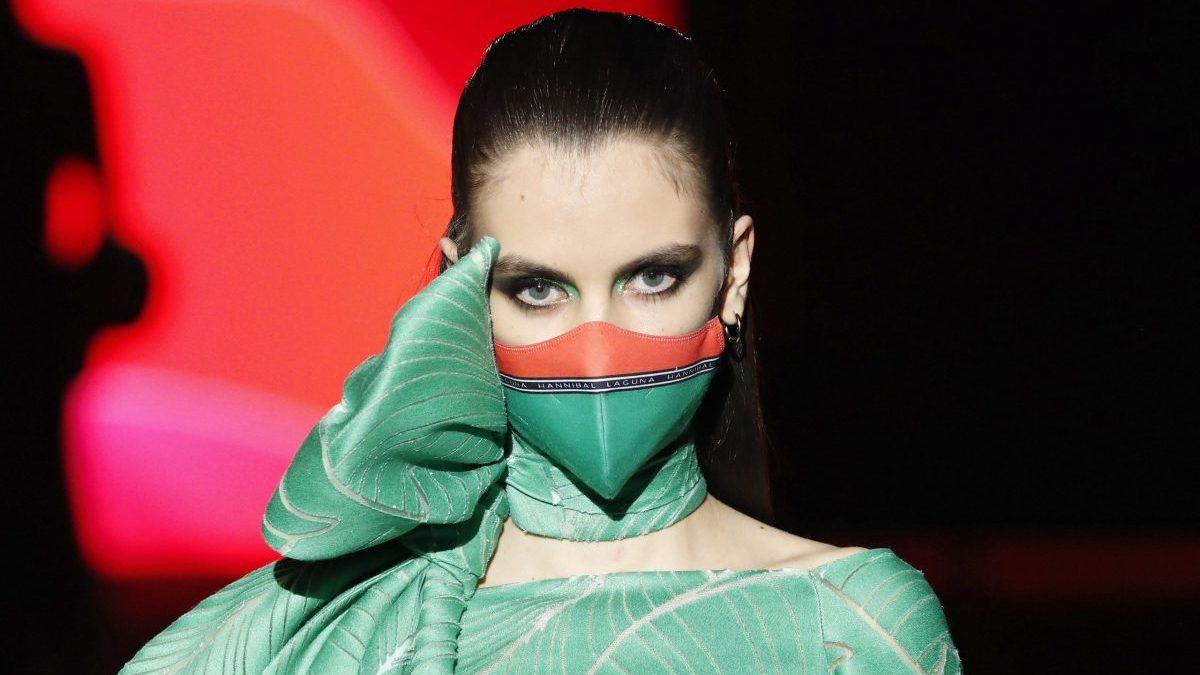 Hannibal Laguna diseña una nueva nueva marca de mascarillas
