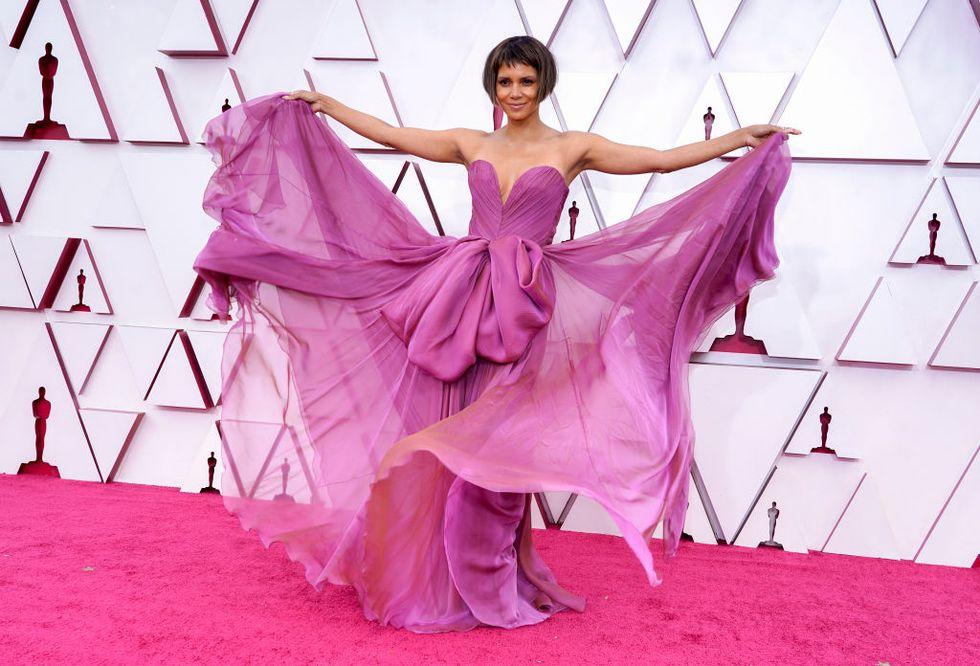 Halley Berry alfombra roja Oscar 2021