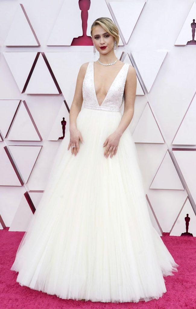 Maria Bakalova alfombra roja Oscar 2021