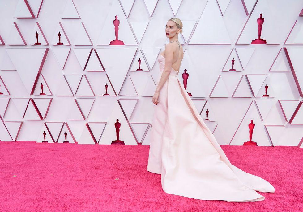 Vanessa Kirby alfombra roja Oscar 2021